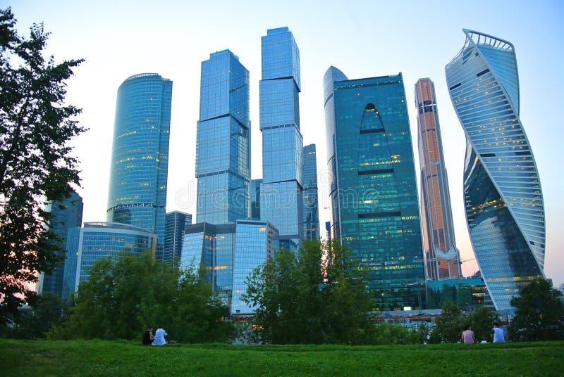 Nouvelle ville ayant beaucoup d'étages de Moscou de gratte-ciel photographie stock
