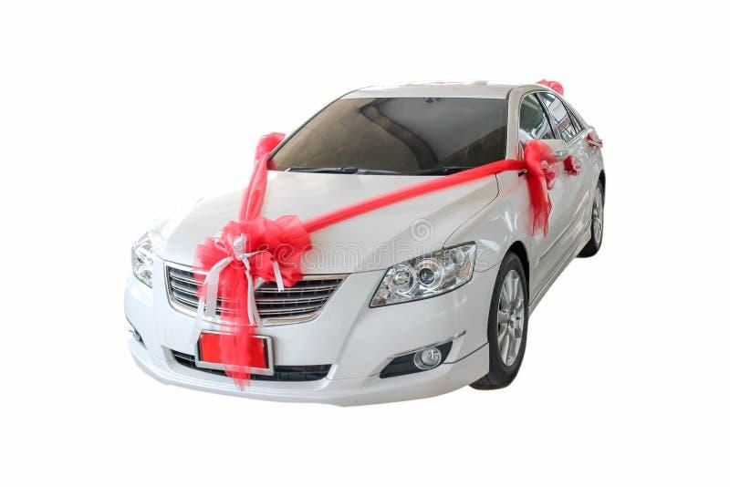 Nouvelle voiture avec l'arc rouge en tant que présent photo libre de droits