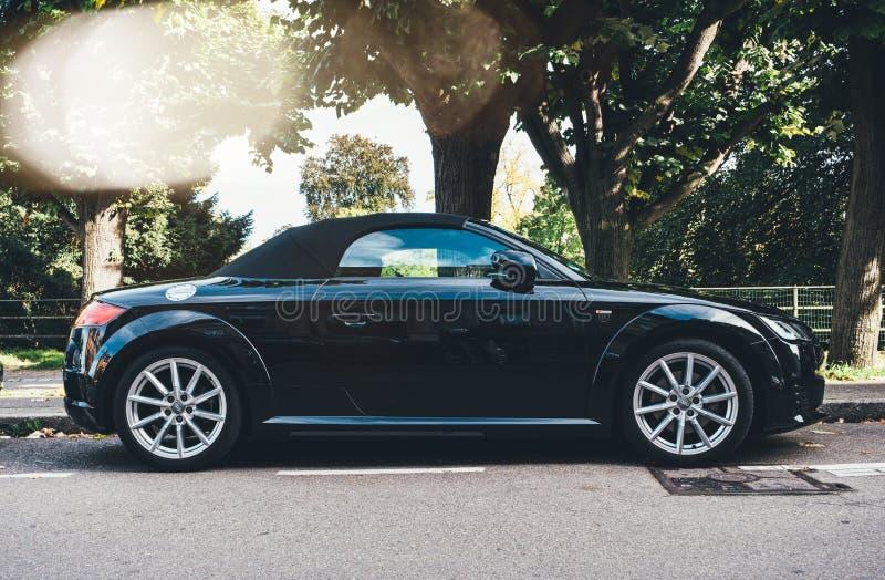 nouvelle voiture de course noire de sport d'Audi TTT de sport photographie stock