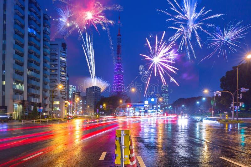 Nouvelles années d'affichage de feu d'artifice à Tokyo photo libre de droits