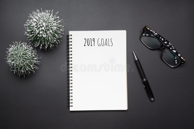 2019 nouvelles années de composition en résolutions Carnet vide ouvert, stylo photos stock