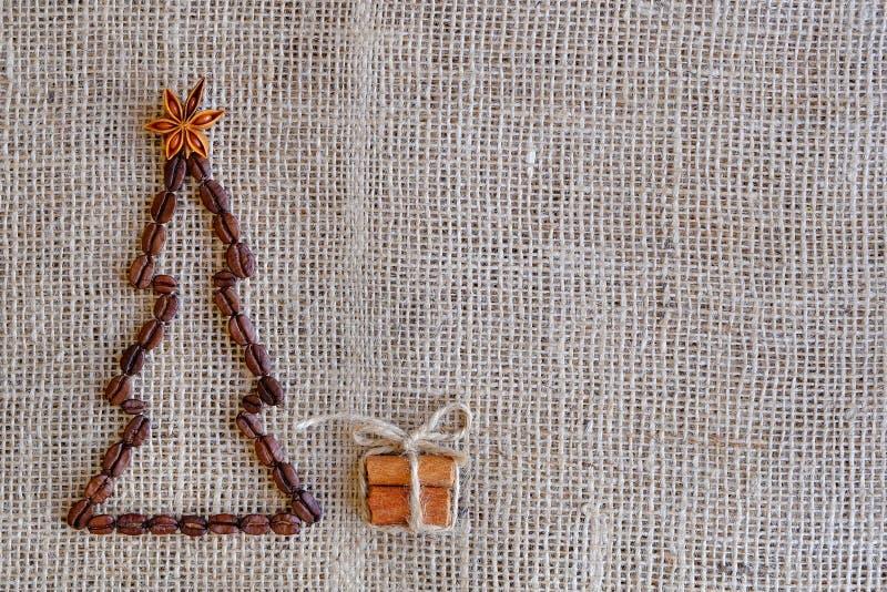 Nouvelles années de fond avec du café Vue supérieure de fond de grains de café Fond de Noël avec du café images libres de droits