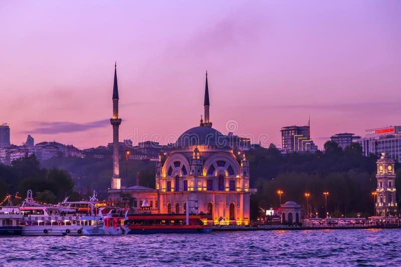 Nouvelles attractions Istanbul, Turquie de mosquée de paysage urbain photographie stock