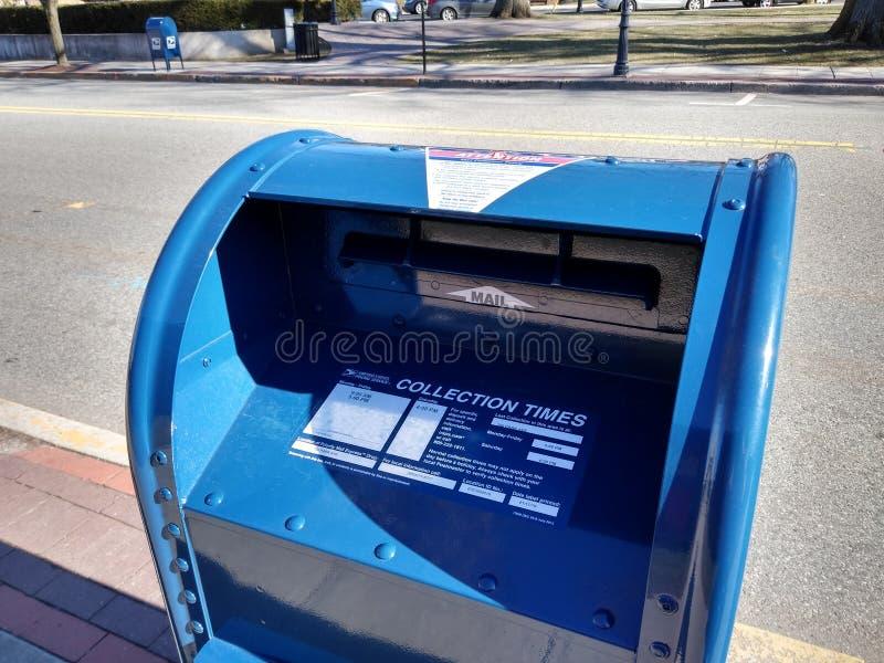 Nouvelles et plus s?res bo?tes aux lettres de bo?te aux lettres, Rutherford, NJ, Etats-Unis images libres de droits