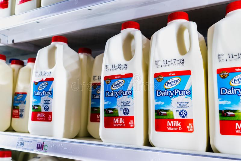 Nov 12, 2019 Sunnyvale / CA / USA - DairyPure milk on shelves in a supermarket; the DairyPure brand is owned by the largest dairy. Company in the United States stock photography