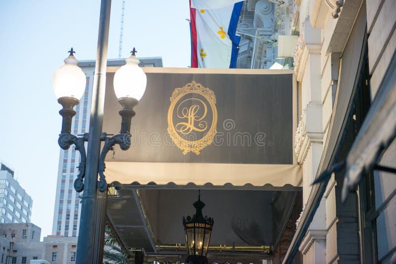NOVA ORLEÃES, LA - 12 DE ABRIL: Hotel Le Pavillon em Nova Orleães do centro, Louisiana, EUA o 12 de abril de 2014 imagem de stock royalty free