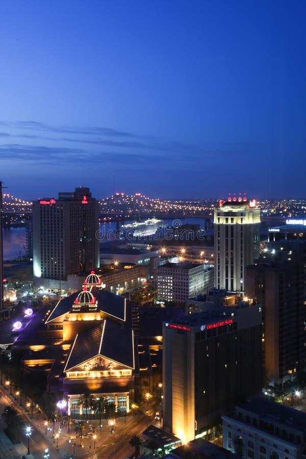 Nova Orleães - skyline da noite foto de stock royalty free