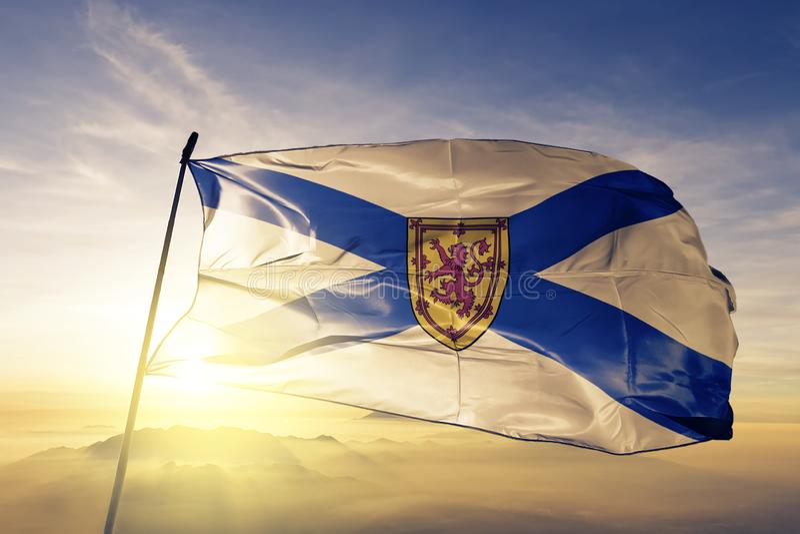 Nova Scotia-provincie van stof die van de de vlag de textieldoek van Canada op de hoogste mist van de zonsopgangmist golven royalty-vrije illustratie