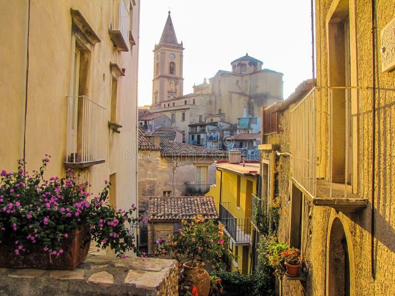 Novara di Sicilia, Sicília, Itália fotos de stock