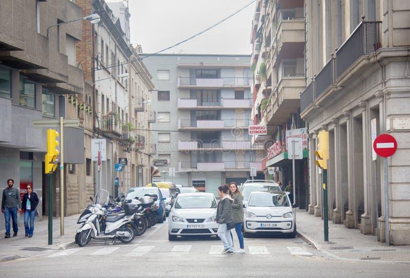 novas ruas da cidade de Girona com casas do século XX imagens de stock royalty free