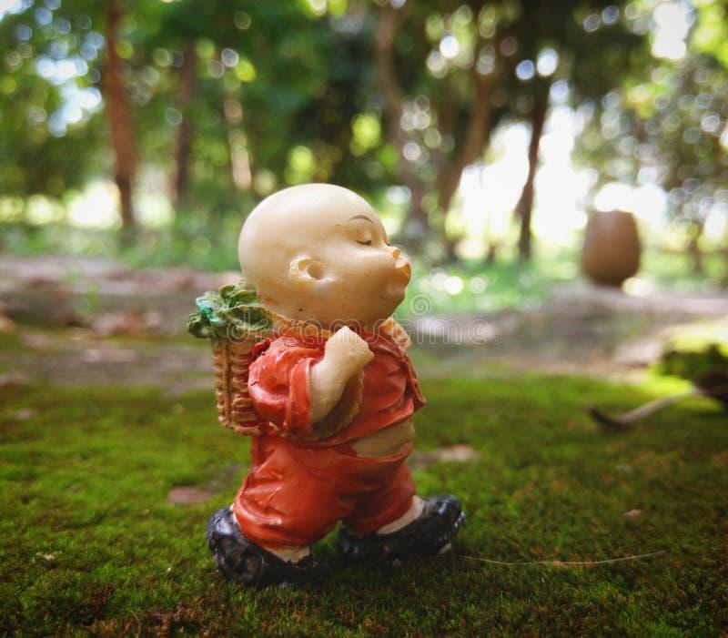 Novato budista imagenes de archivo