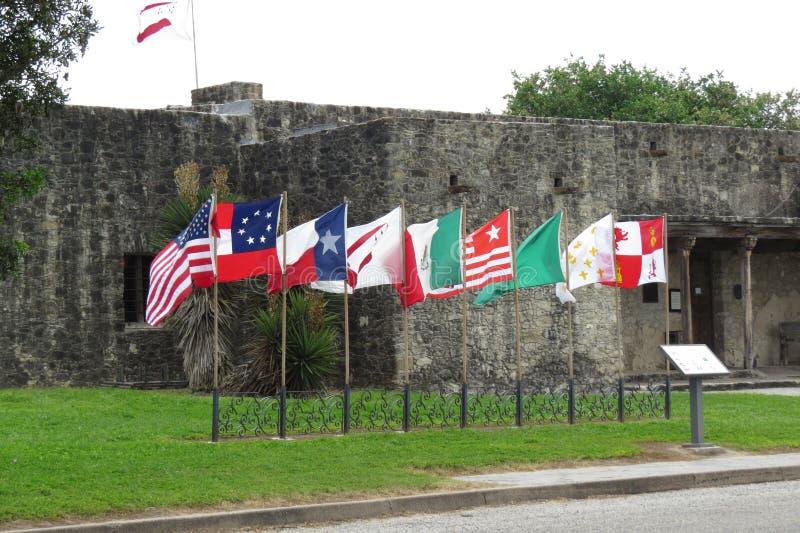 Nove bandiere sopra il Texas a La Bahia, Goliad, il Texas immagini stock libere da diritti
