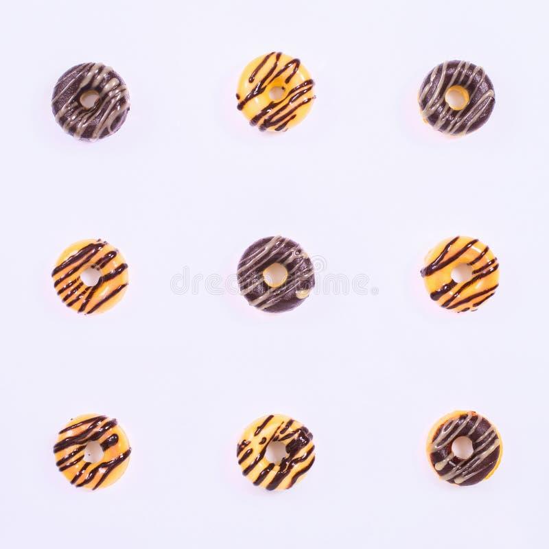 Nove guarnizioni di gomma piuma di Glased sui precedenti bianchi royalty illustrazione gratis
