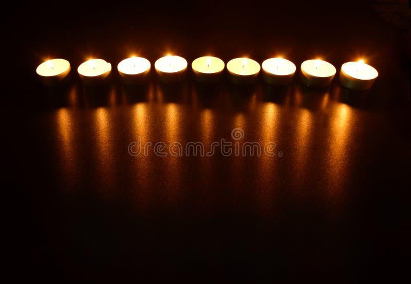 Nove velas ardentes com reflexão imagem de stock royalty free