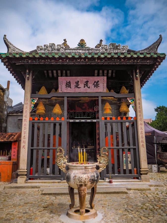 November 2018 - Macao, China: Kleine de enkele tempel van ruimtena Tcha achter de Ruïnes van St Paul royalty-vrije stock fotografie