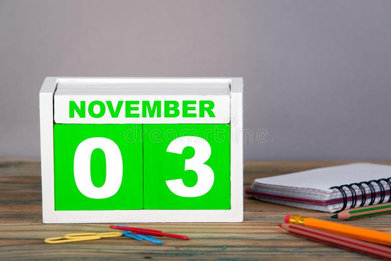 NOVEMBER 3 närbildträkalender Tid planläggning och affärsbakgrund arkivfoton