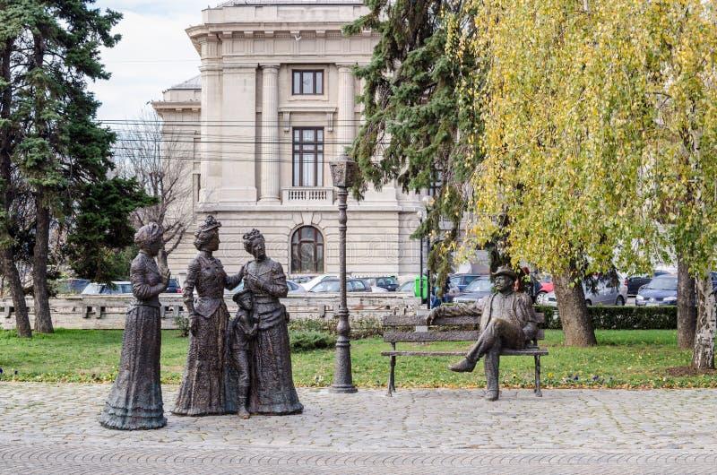 04 November 2015 Ploiesti Roemenië, Groep standbeelden in centraal park stock afbeeldingen