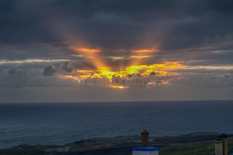November soluppgång över Levenwick, Shetland öar royaltyfria bilder