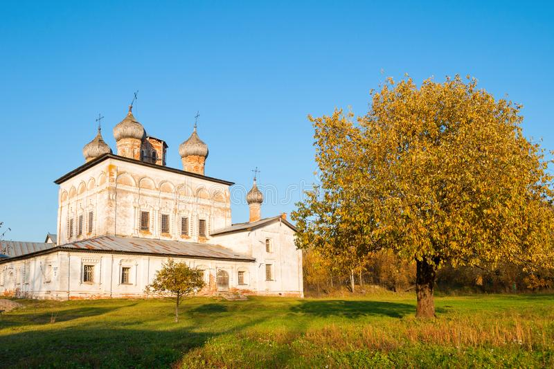 novgorod Ρωσία veliky Καθεδρικός ναός αναζοωγόνησης του μοναστηριού Derevyanitsky στα περίχωρα Veliky Novgorod, άποψη φθινοπώρου στοκ φωτογραφίες με δικαίωμα ελεύθερης χρήσης