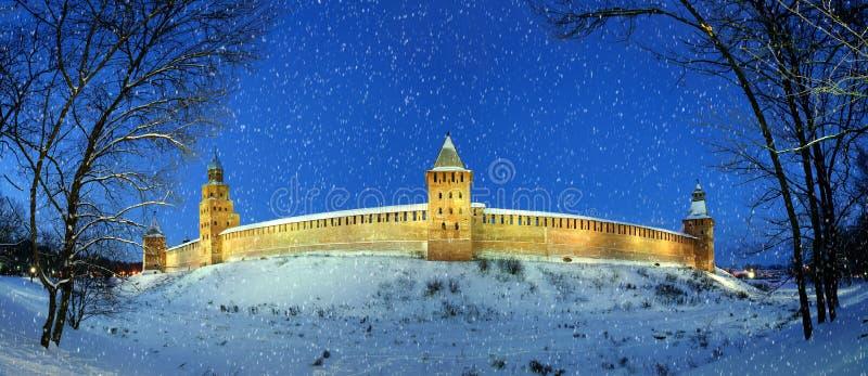 Novgorod Kremlin zimy nocą, Veliky Novgorod obrazy royalty free