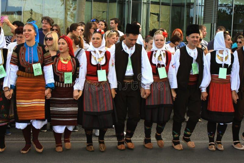 Novi унылое, Sebia: 4 Октябрь 2015 Группа фольклора от Сербии стоковые изображения rf