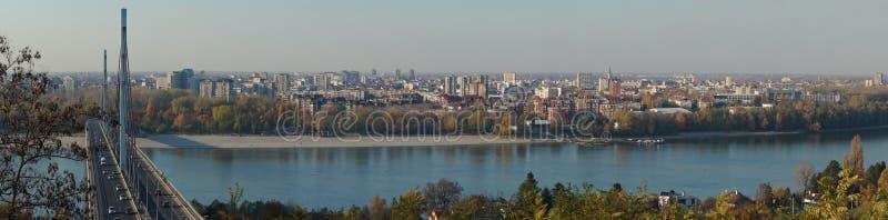 Novi Sad och Danube River royaltyfri foto