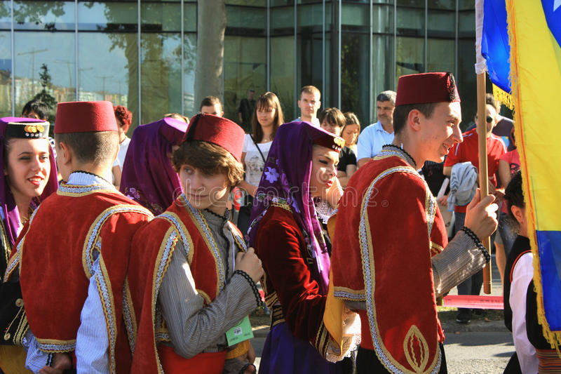 Novi Sad Sebia: 4 Oktober 2015 Folkloregrupp royaltyfri foto
