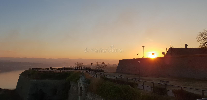 Novi Sad - Serbia - puesta del sol foto de archivo libre de regalías