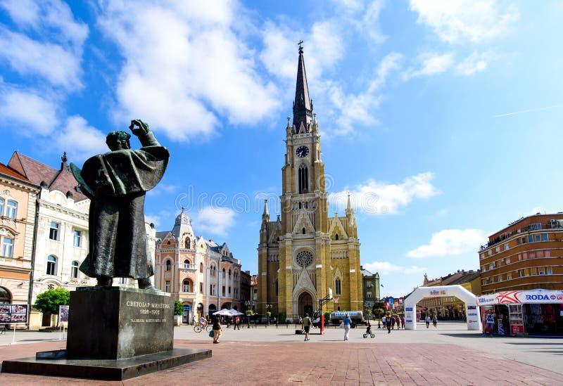 Novi Sad Serbia, Sierpień, - 15, 2018: Novi Sad zwyczajny chodzący teren przy centralne miasto kwadratem na słonecznym dniu zdjęcia royalty free