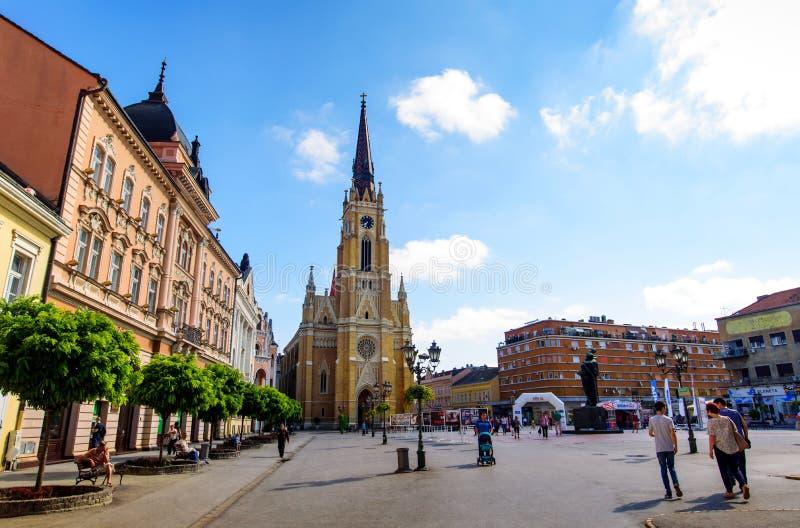 Novi Sad Serbia, Sierpień, - 15, 2018: Novi Sad zwyczajny chodzący teren przy centralne miasto kwadratem na słonecznym dniu obrazy royalty free
