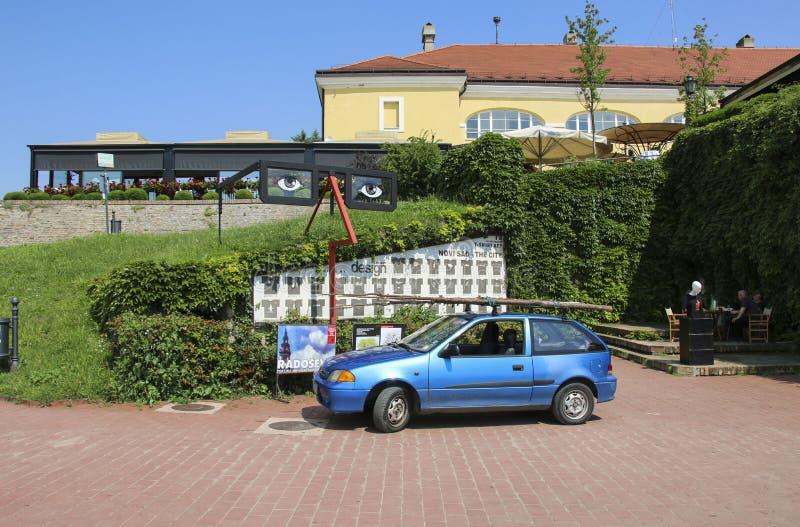 NOVI SAD, SERBIEN 7. JUNI 2019: Ursprünglicher Entwurf von einem der Restaurants auf dem Gebiet von Petrovaradin-Festung, Novi Sa lizenzfreies stockfoto