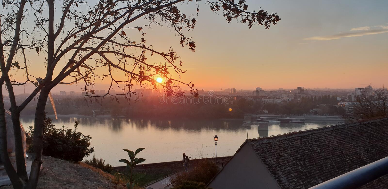Novi Sad - Servië - Zonsondergang stock afbeeldingen