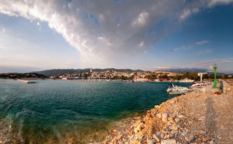 Novi Vinodolski, vecchia città, porto, mare, Kvarner, Croazia fotografia stock libera da diritti