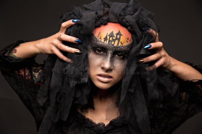 Novia asustadiza de Halloween con maquillaje asustadizo del concepto foto de archivo libre de regalías