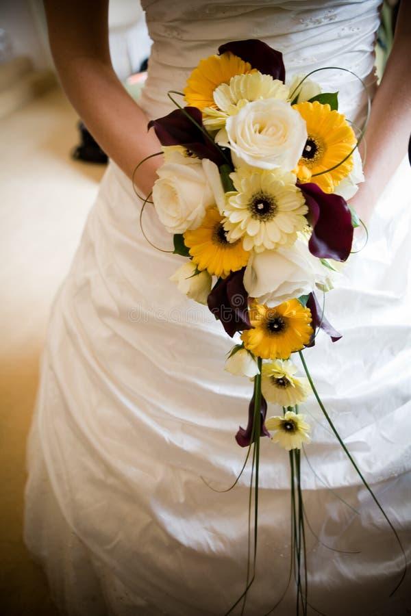 Novia con las flores fotos de archivo libres de regalías