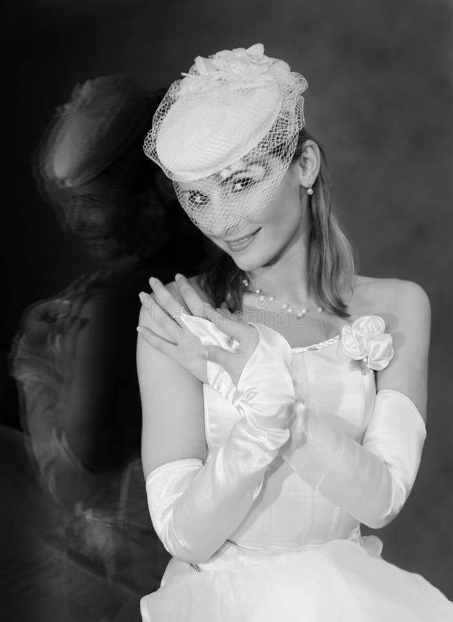 Novia en el velo del sombrero de la boda, retrato nupcial, modelo hermoso fotos de archivo libres de regalías