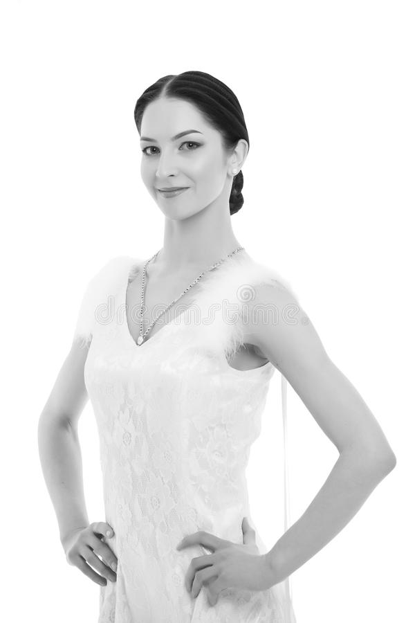 Novia en el vestido de boda aislado en el fondo blanco Mujer sensual con maquillaje Mujer de la moda con la piel perfecta belleza imágenes de archivo libres de regalías