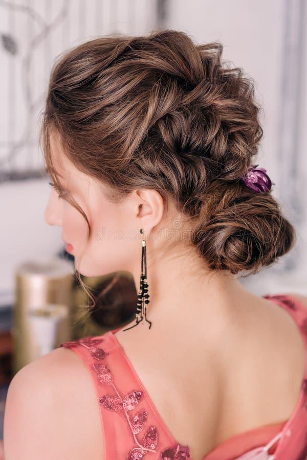 Novia en el vestido de boda violeta fotos de archivo libres de regalías