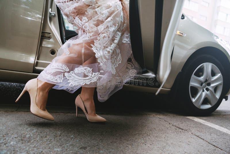 Novia en un vestido de boda lujoso fotos de archivo libres de regalías