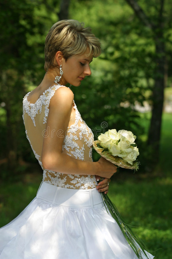 Download Novia hermosa foto de archivo. Imagen de novia, inocente - 1277496