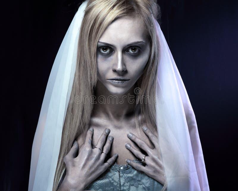 Novia hermosa del cadáver del zombi imágenes de archivo libres de regalías