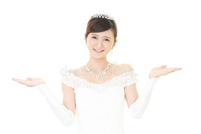 Novia hermosa en alineada de boda imagen de archivo