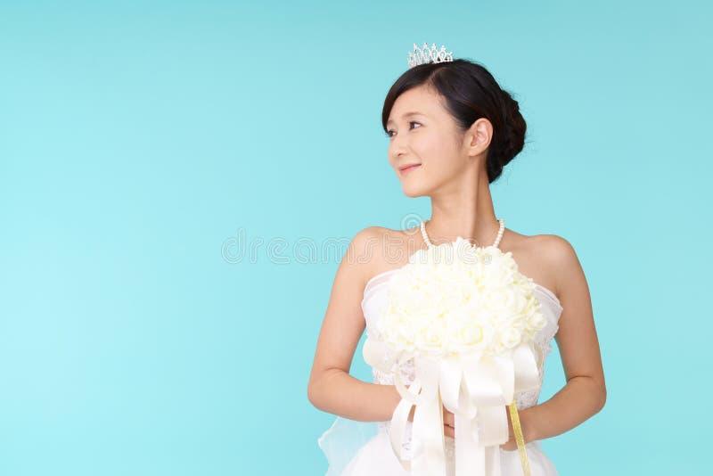 Novia hermosa en alineada de boda fotografía de archivo