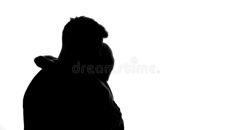 Novia que abraza a su novio, relaciones emprendedoras, ayuda de amor del cónyuge foto de archivo libre de regalías