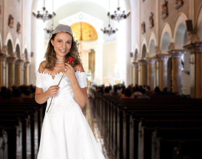 Novia que detiene a una Rose que espera para conseguir casado fotografía de archivo