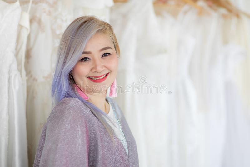 Novia y bridesmaid fotos de archivo