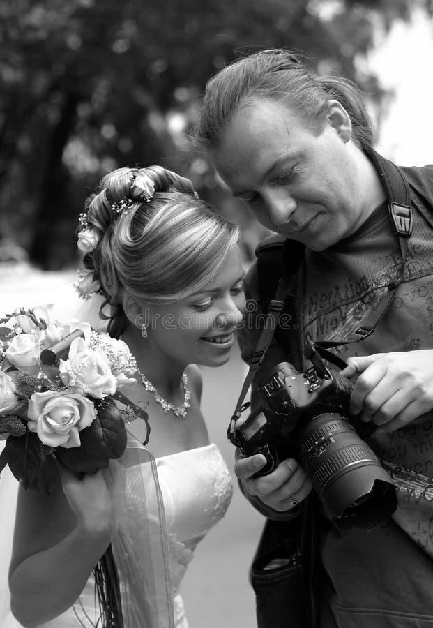 Novia y fotógrafo fotografía de archivo