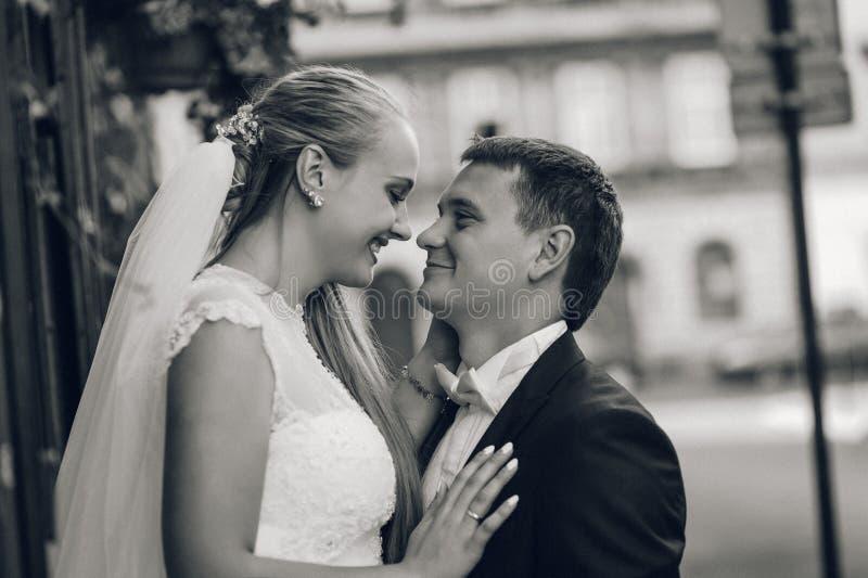 Novia y novio antes de la boda foto de archivo libre de regalías