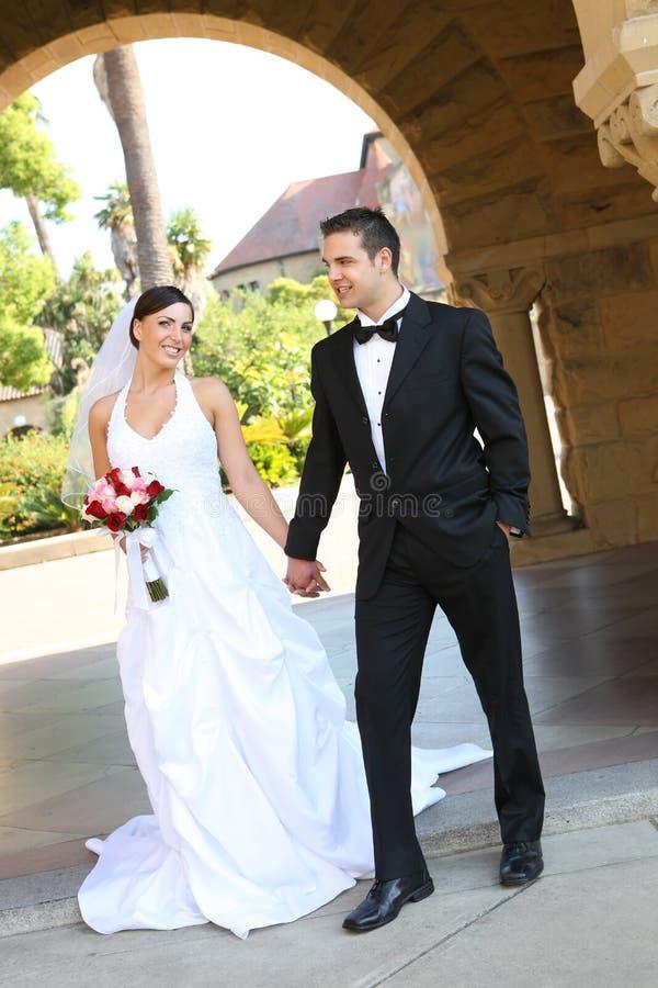 Novia y novio en la boda fotos de archivo