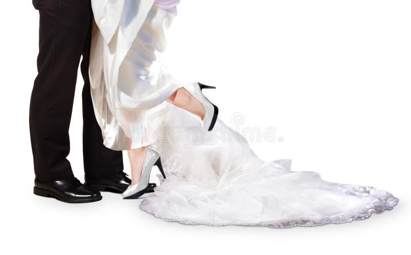 Novia y novio Feet el día de boda foto de archivo libre de regalías